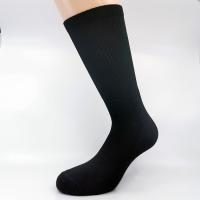 Črna športnŠportna polpliš bombažna nogavica - črna visoka nogavica