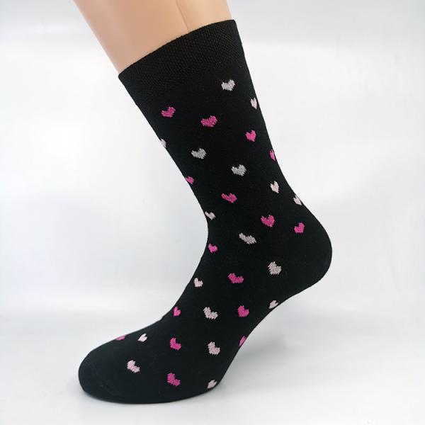 Črna bombažna nogavica s pink srčki