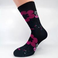 Črna vzorčna bombažna nogavica s pink cvetovi