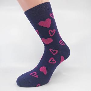 Vijolična nogavica s srčki